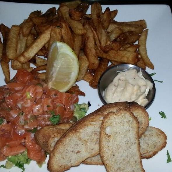 Tartare De Saumon Et Frites  - Lobby Bar, Montréal, QC