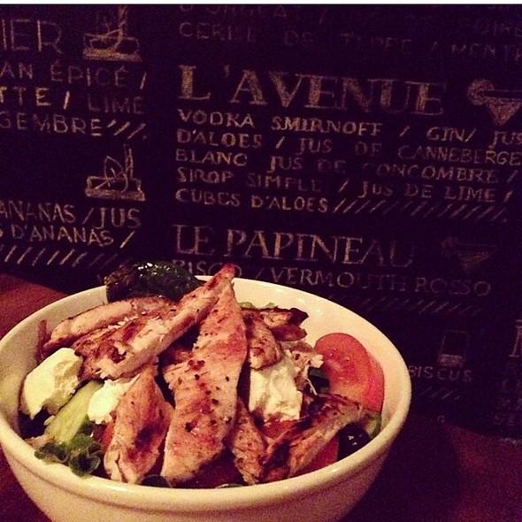Salade Au Poulet Et Chèvre Chaud - Lobby Bar, Montréal, QC