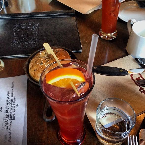 Red Oak - OAK Long Bar + Kitchen, Boston, MA