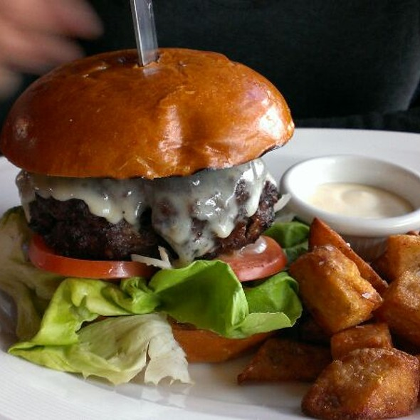 Cheese Burger - Garrett Hill Ale House, Bryn Mawr, PA