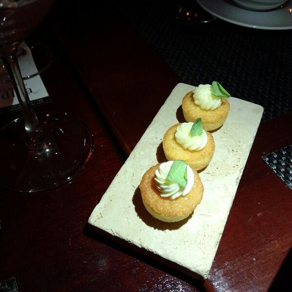 Lemon cupcakes - Diva at the Met, Vancouver, BC