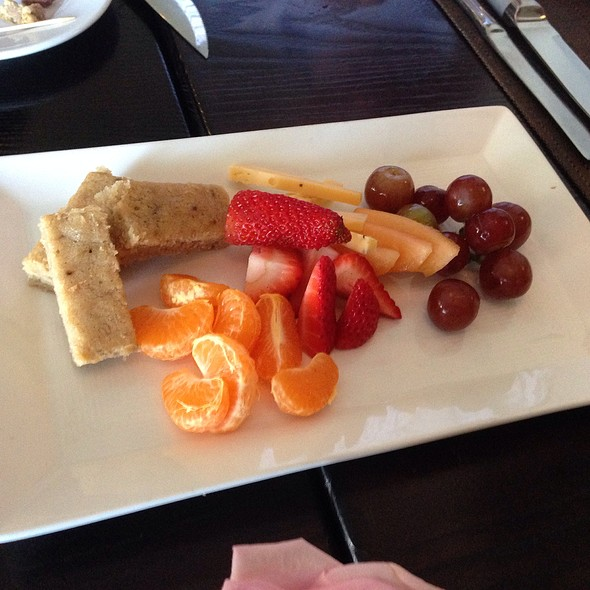Fruit And Cheese Plate - Boulevard Bistro, Elk Grove, CA