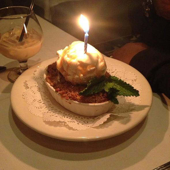 Green Apple Crisp With Haagen-Dazs Vanilla Ice Cream - Nero's Italian Steakhouse, Atlantic City, NJ