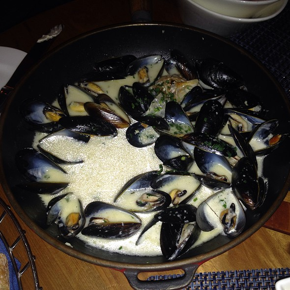 Classic White Wine Mussels - Brasserie Beck, Washington, DC