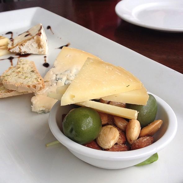 Artisan Cheese Plate - Artisan, Paso Robles, CA
