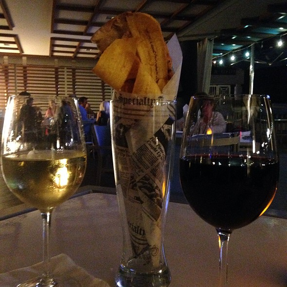 Red & White Wine, And Appetizer - Catch Bar & Grill - Marriott - Biscayne Bay - Miami, Miami, FL