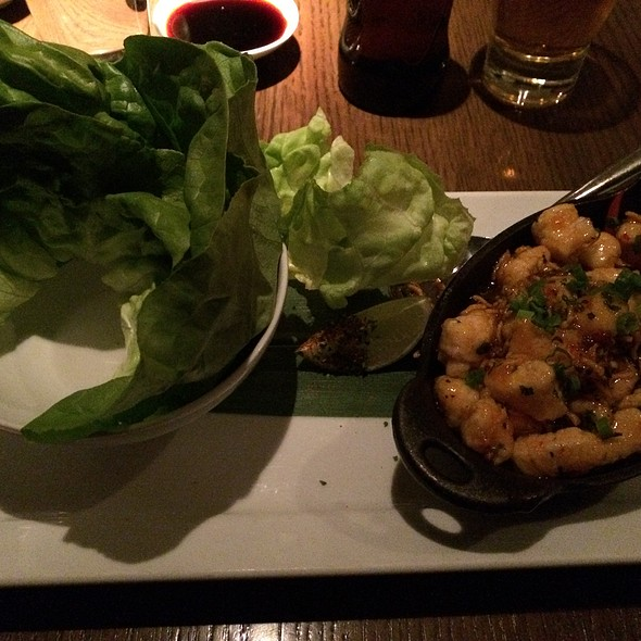 Chicken Lettuce Wraps - Shinsei Restaurant, Dallas, TX
