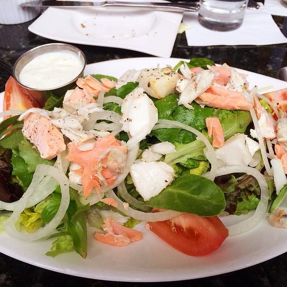 Mediterranean Salad - Laporta's Restaurant, Alexandria, VA