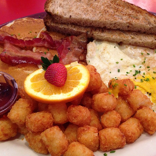 Eggs, Bacon, Pancakes, Tater Tots - Big Daddy's – Upper West Side, New York, NY