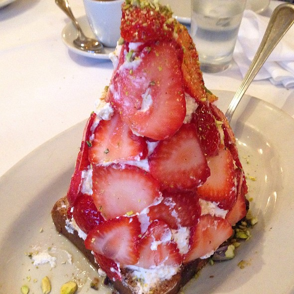 strawberry shortcake - Carmine's - 44th Street - NYC, New York, NY
