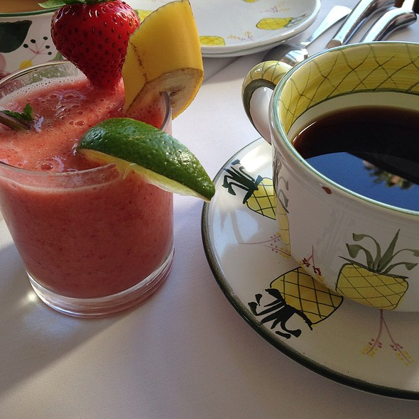 Strawberry Banana Smoothie And Coffee - Ivy at the Shore, Santa Monica, CA