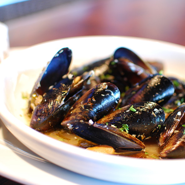 Beer Braised Mussels - Bar Louie - Minnetonka, Minnetonka, MN