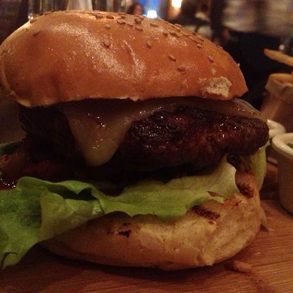 Dry Aged Cheeseburger - City Cellar Wine Bar & Grill - Westbury, Westbury, NY