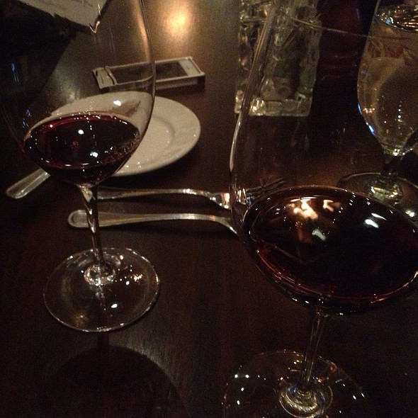 Pinot Noir, First Class, Benton Lane - City Cellar Wine Bar & Grill - Westbury, Westbury, NY