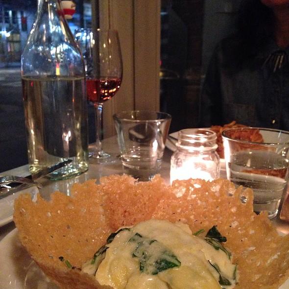 Ravioli De Mascarpone Na Cesta De Parmesao Reggiano - Giovanni Rana Pastificio & Cucina, New York, NY