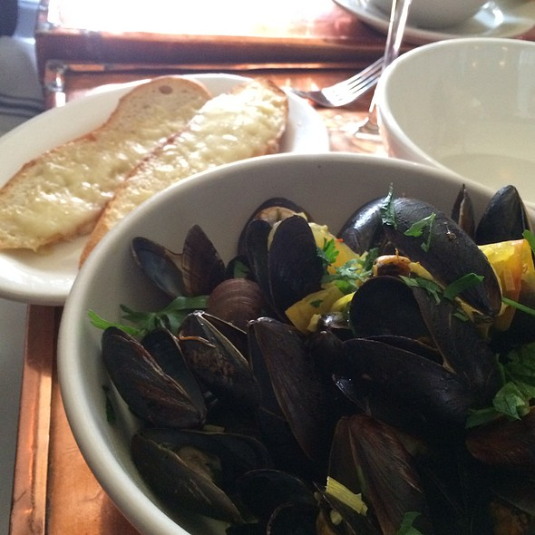 Steamed Mussels In Pernod Saffron Broth And Gruyere Cheese Toast - Tiny's & the Bar Upstairs, New York, NY