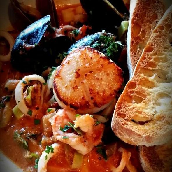 Seafood - Reds Wine Tavern, Toronto, ON