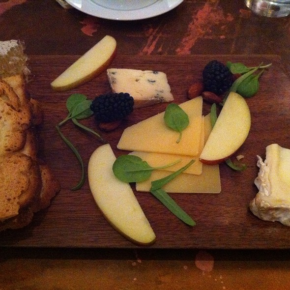 Cheese Plate - Majolica, Phoenixville, PA