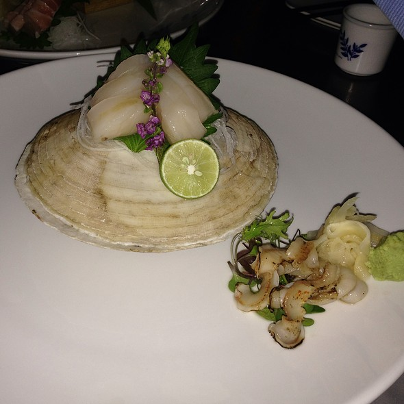 Live Scallop Sashimi - Yuzu No Hana, Toronto, ON
