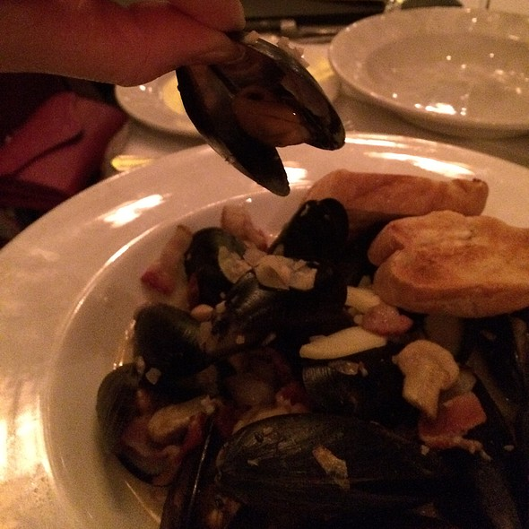 Mussels in White Wine Sauce - Hy's Steakhouse Encore, Vancouver, BC