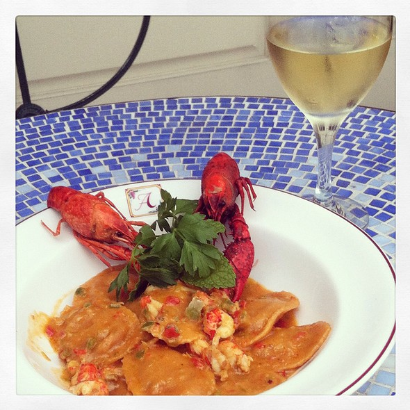 Places to eat in metairie best place 2017 for Acropolis cuisine metairie