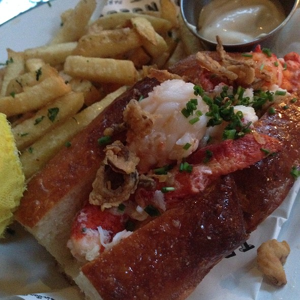 lobster roll - Ironside Fish & Oyster, San Diego, CA