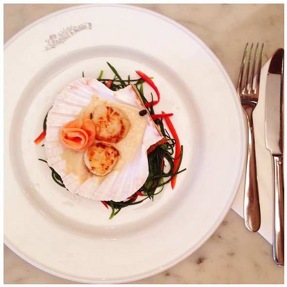 Panfried Scallops With Shallot Purée, Smoked Salmon, Monk Beard & Red Pepper Salad - Randall & Aubin, London