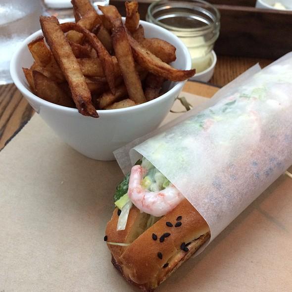 Shrimp Roll - Brasserie T! Quartier des Spectacles, Montréal, QC