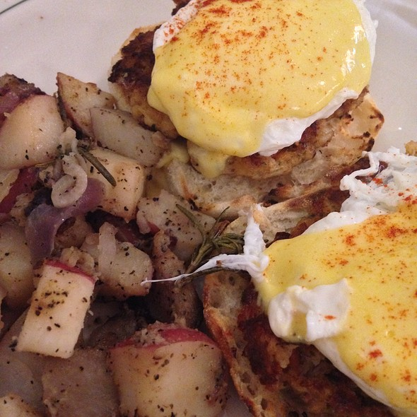 Chesapeake Eggs Benedict - Market at Main, Lynchburg, VA