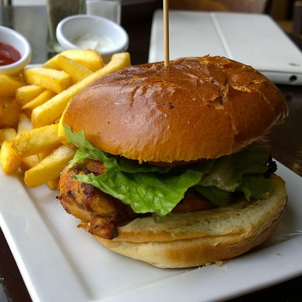 Chicken Burger - Smollensky's Canary Wharf Restaurant, London