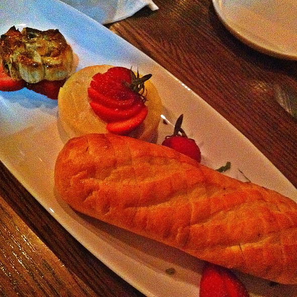 Baked Brie With Strawberries And Roasted Garlic - Biscottis, Jacksonville, FL