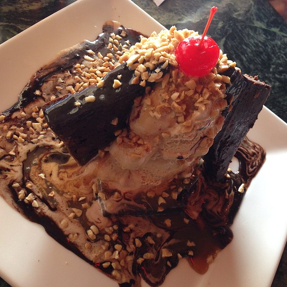 Brownie Mudpie - Max's Restaurant & Bar of Burlingame, Burlingame, CA