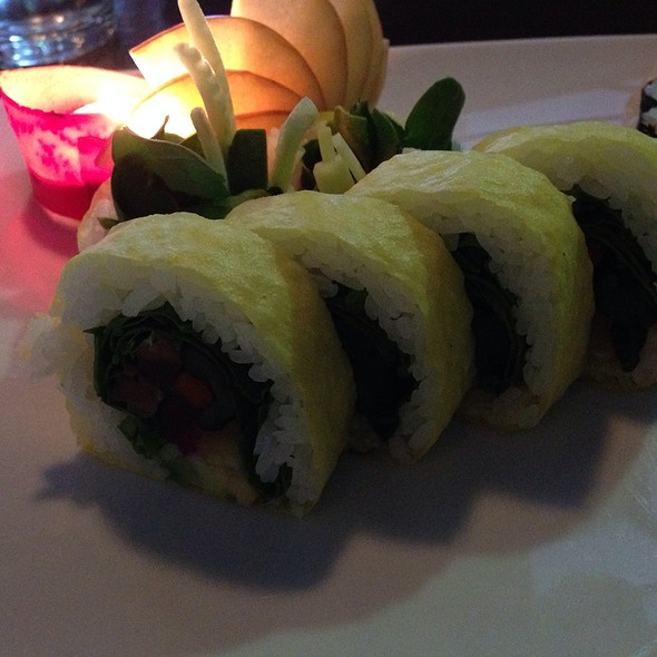 Vegetable Roll - Makisu Sushi Lounge and Grill, Skokie, IL