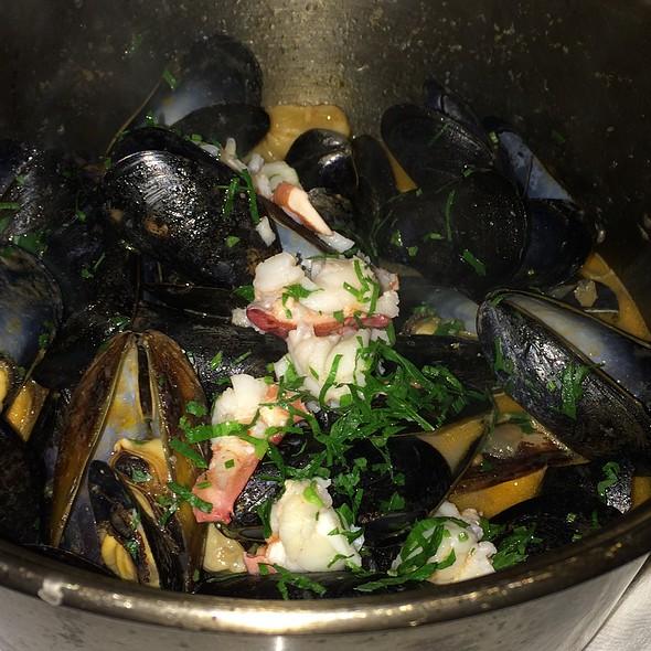 Flex Mussels 82nd Street New York Restaurant Info Reviews