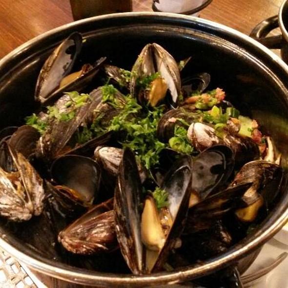 B Too Mussels - B Too, Washington, DC