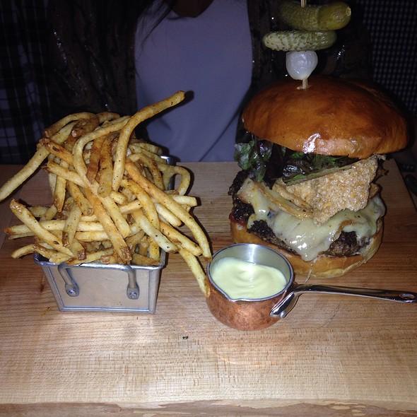 Burger - Cluny, Toronto, ON