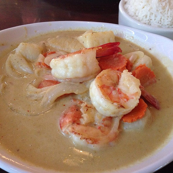 Colossal Prawns Yellow Curry - White Orchids Thai Cuisine, Center Valley, PA