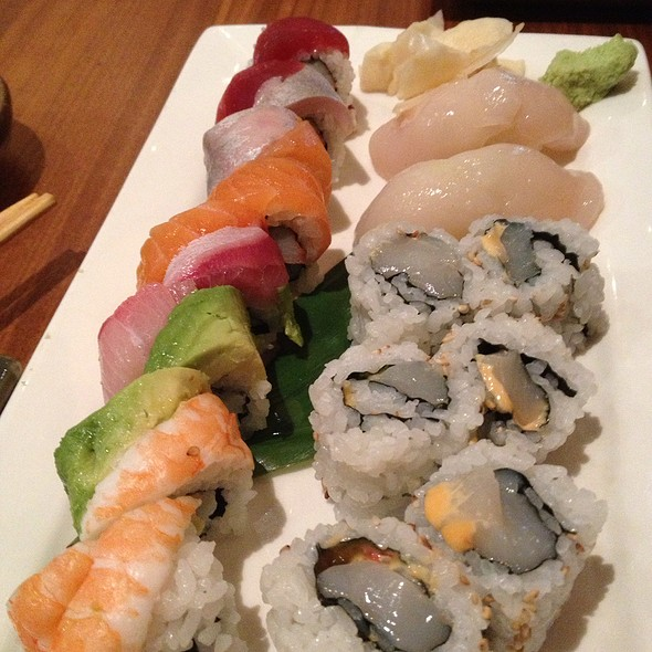 Rainbow Roll - Inakaya, New York, NY
