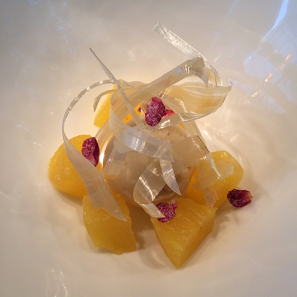 Compressed Pineapple, Banana Sorbet And Rose - Jean-Georges Tokyo, 港区, 東京都