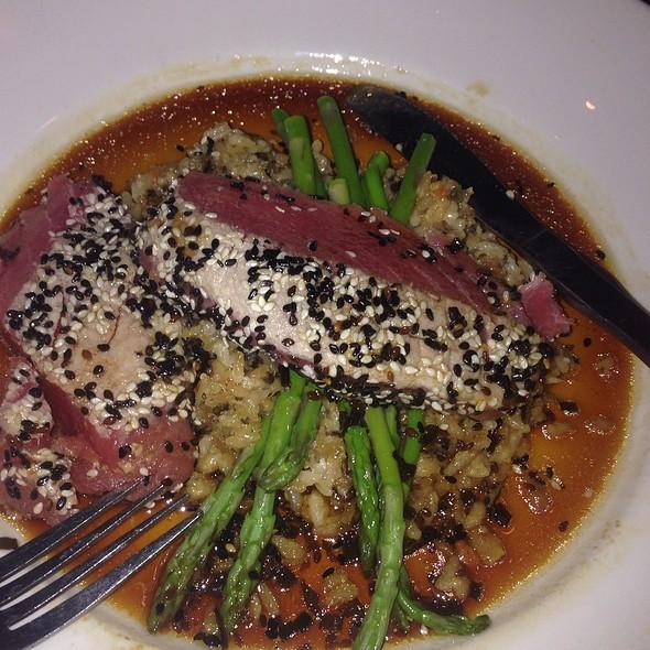 rare seared seasame-crusted tuna - Red Rocks Cafe - Birkdale Village, Huntersville, NC