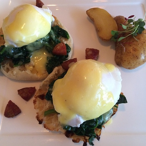 Eggs Benedict - Restaurant Lorena's, Maplewood, NJ