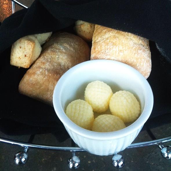 Bread and Butter - L'Atelier d'Argentine Vieux-Port, Montréal, QC
