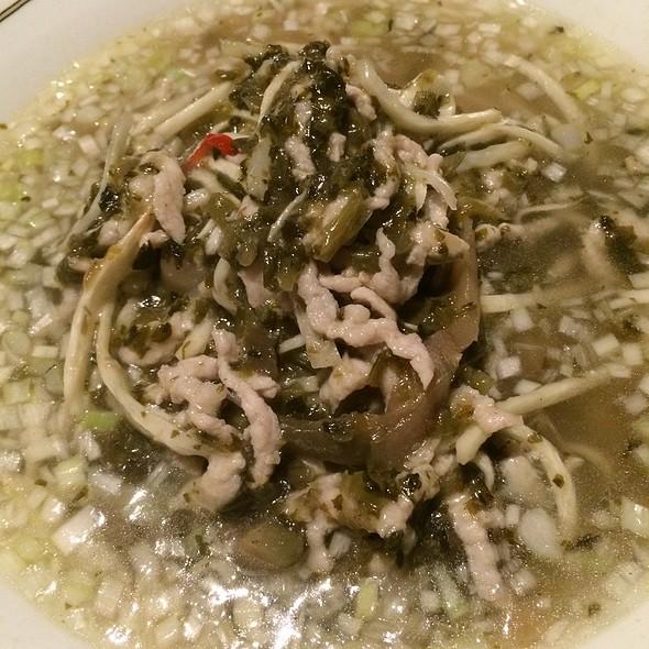 高菜入りザーサイと豚肉そば(塩味) - 富麗華, 港区, 東京都