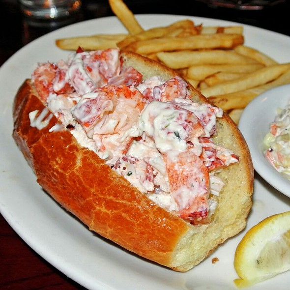 Amazing Lobsta Roll - Billy's Boston Chowder House, Los Gatos, CA