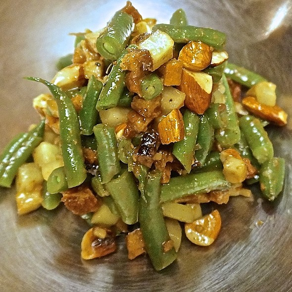 Green beans, perserved tomato, cuucmber, almond, crouton, apple, balsamic and truffle viniagrette - La Fabrique, Montréal, QC