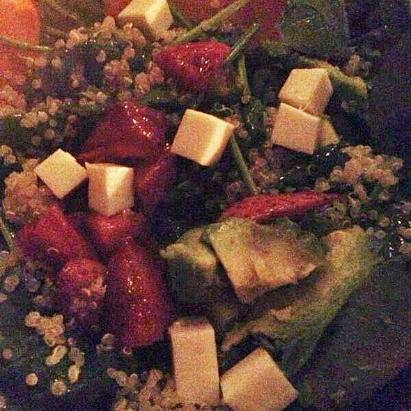 Ensalada de Espinacas y Queso Feta - Crazy About You, Miami, FL
