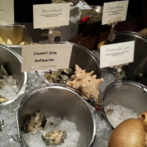 Fresh Oysters - Shuckers, Seattle, WA