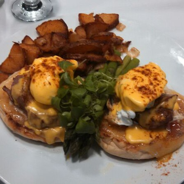 Oscar Benedict - Michael's Cafe, Timonium, MD