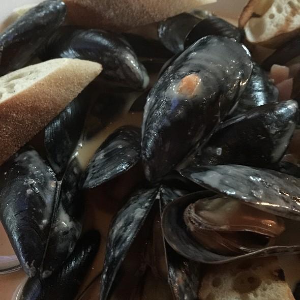 Lemongrass Mussels - 520 Bar & Grill, Bellevue, WA