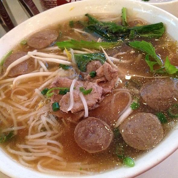 Phở Bò (Beef Pho) - Xe Lua Vietnamese Restaurant, New York, NY